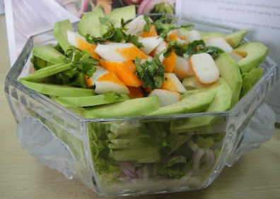Салат из авокадо и крабовых палочек - фото шаг 5