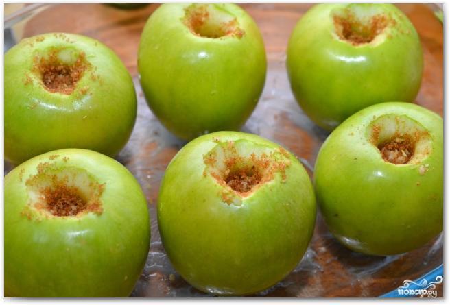 Запеченные яблоки с кедровыми орешками - фото шаг 4