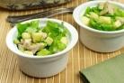 Салат из авокадо с грушей и сыром
