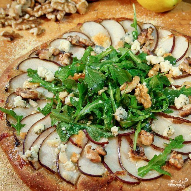 Пицца с грушей и сыром