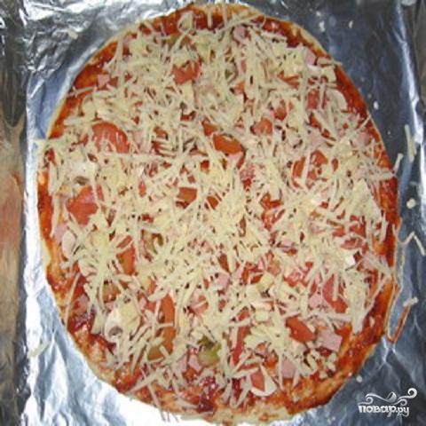 Пицца с помидорами и колбасой - фото шаг 3