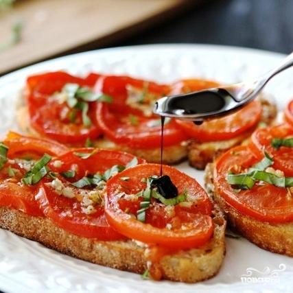 Открытый бутерброд с запеченными помидорами, сыром и бальзамическим уксусом - фото шаг 9