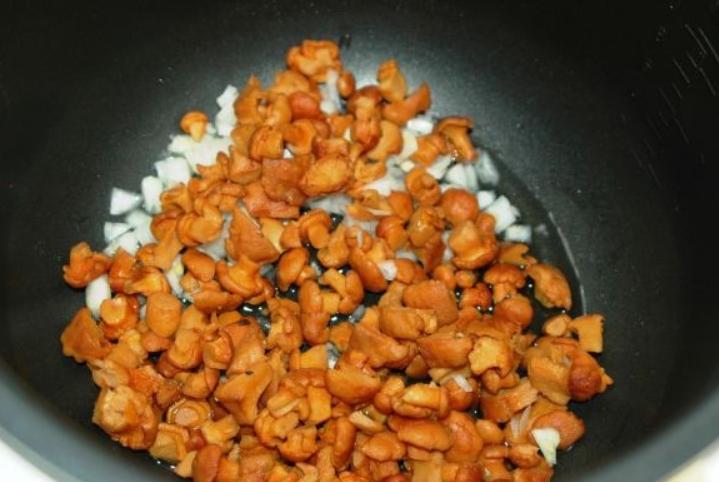 Рецепт Лисички, запеченные в сметане с картофелем