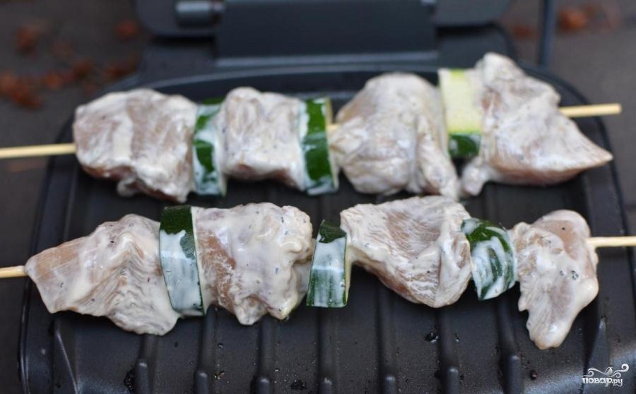 Куриные шашлычки в духовке - фото шаг 6
