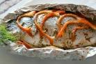 Рыба на решетке в фольге