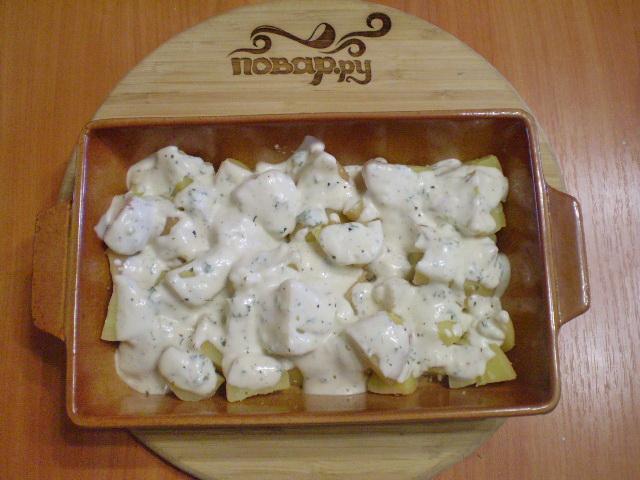 Картошка под чесночным соусом в духовке - фото шаг 6