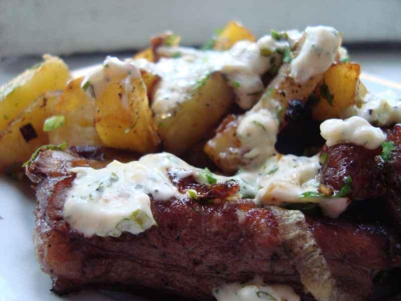 Картошка по-деревенски в духовке с мясом - фото шаг 6