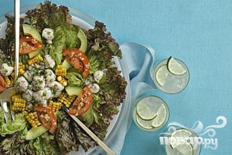Рецепт Салат с кукурузой, морскими гребешками и помидорами
