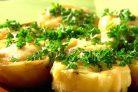 Картошка, фаршированная перепелиными яйцами