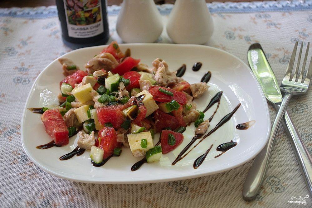 Салат с фетой и курицей