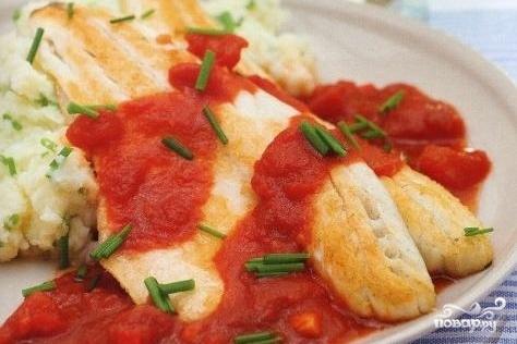 Филе сибаса с томатным соусом