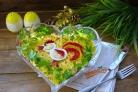 Салат Петушок с курицей и помидорами