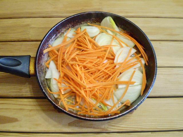 Картошка с морковью и луком - фото шаг 4