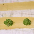 Рецепт Равиоли с зеленым горошком в лимонном бульоне