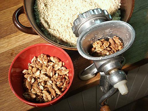 Курица с грецкими орехами - фото шаг 2