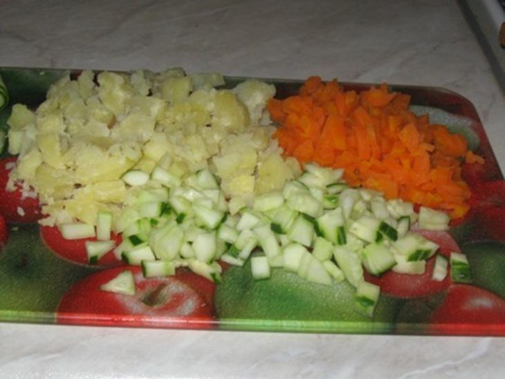 Салат с горбушей отварной - фото шаг 2