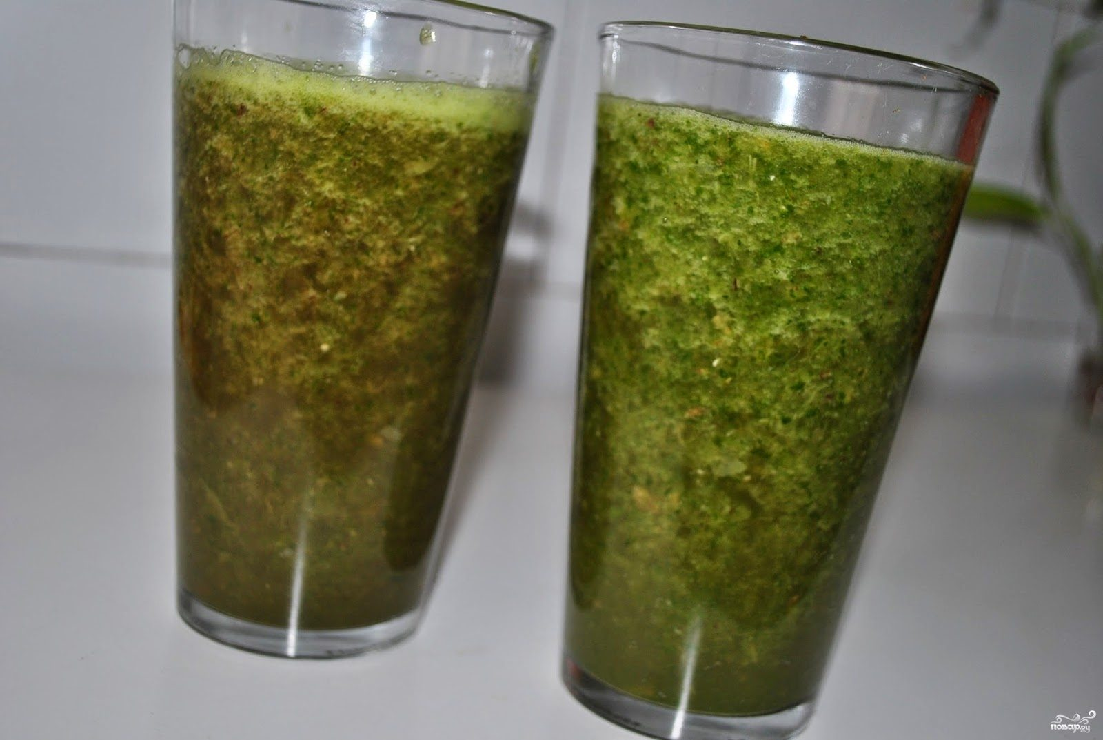 Зеленый коктейль со свеклой