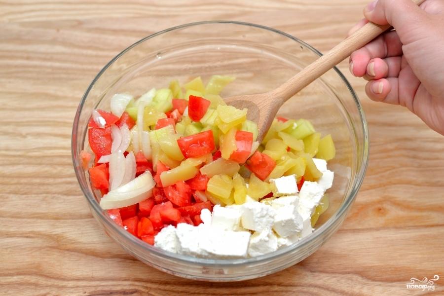 Салат с брынзой и овощами - фото шаг 2