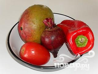Витаминный напиток из свеклы, манго и помидор - фото шаг 1