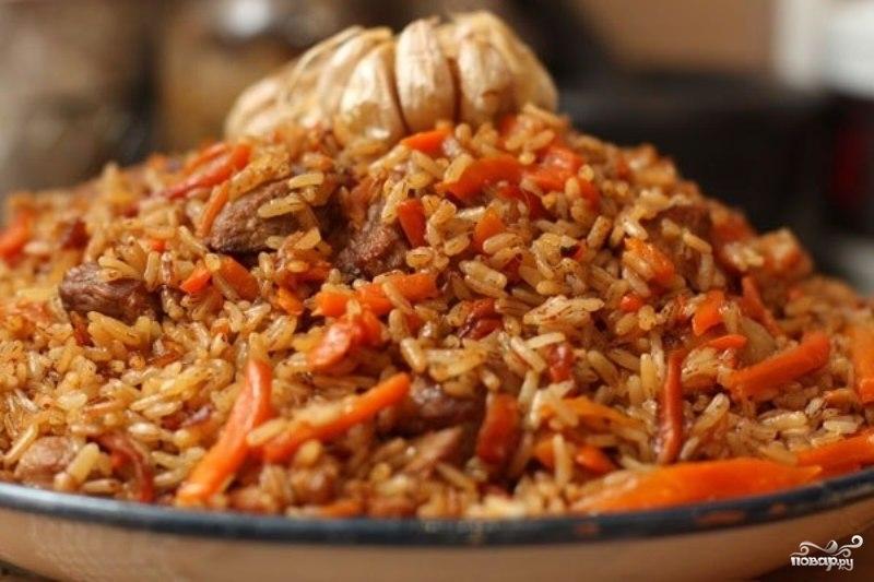 Плов из бурого риса со свининой