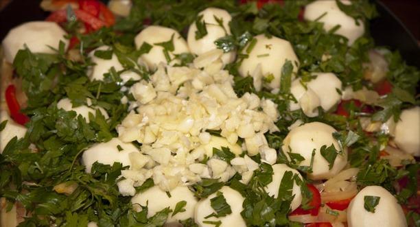 Баранина с овощами в казане - фото шаг 7