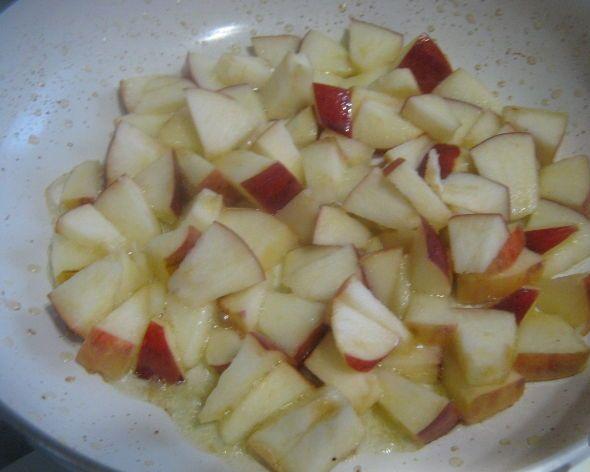 Омлет с яблоками - фото шаг 3