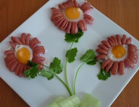 Ромашка из сосиски и яйца - фото шаг 5