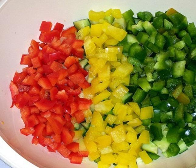 Желейный салат с яйцами и овощами - фото шаг 3