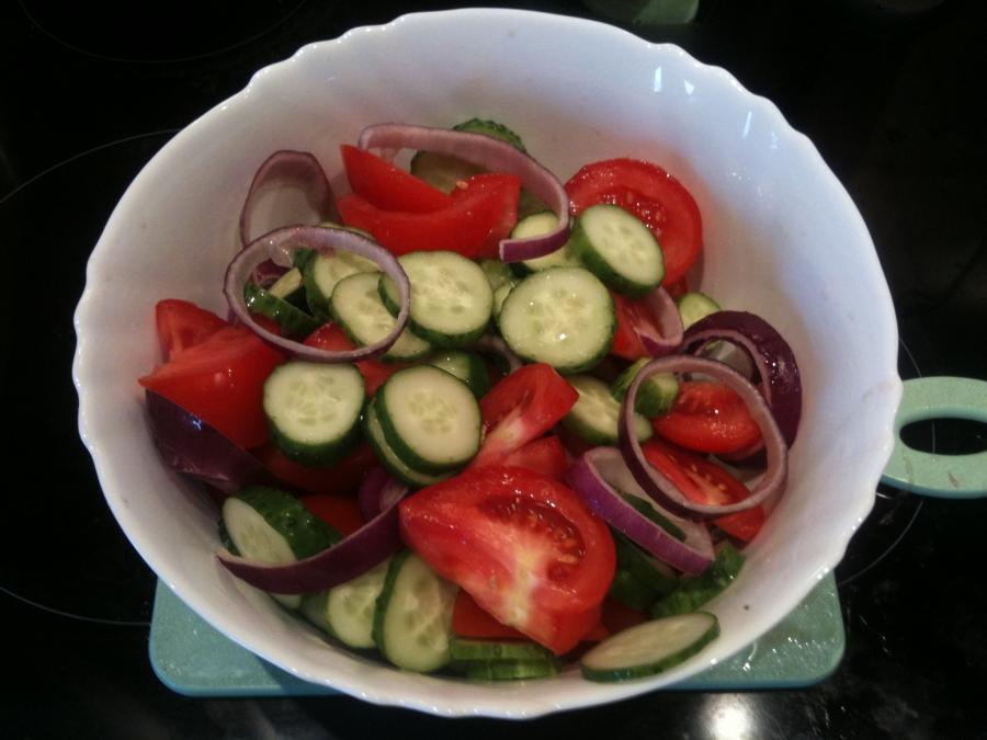 """Салат """"Дачный"""" из свежих овощей - фото шаг 2"""