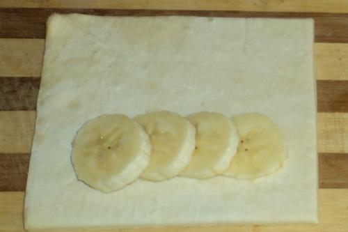 Слойки с бананом - фото шаг 3