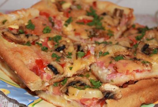 Пицца с колбасой и шампиньонами - фото шаг 7