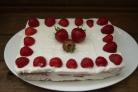 Клубнично-творожный торт без выпечки