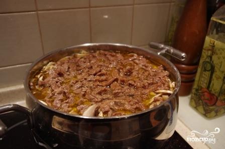 Картошка, тушенная с мясом и грибами - фото шаг 5