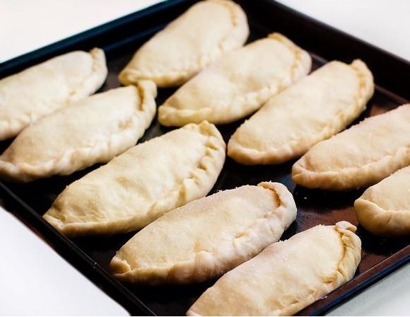 Пирожки со сгущенкой - фото шаг 5