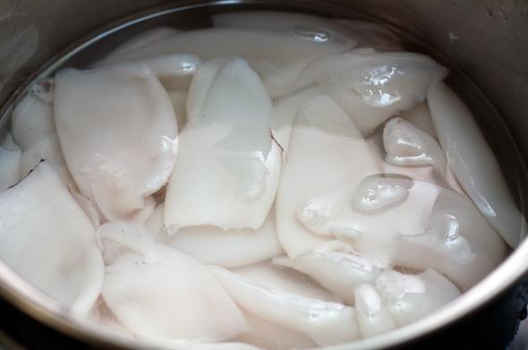 Салат из морской капусты с кальмаром - фото шаг 3