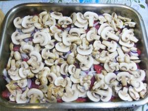 Мясо в духовке с грибами - фото шаг 8