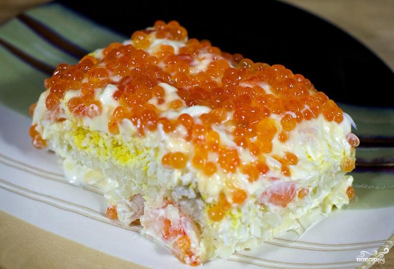 Салат с креветками, яйцами и красной икрой - фото шаг 5