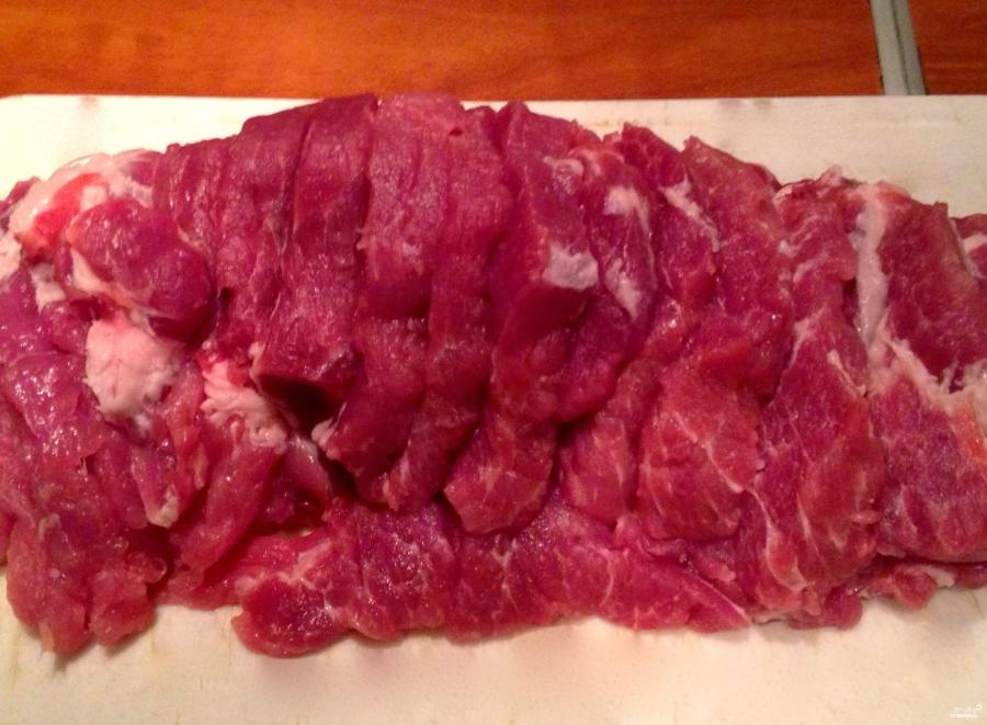 Мясо с сыром и помидорами в духовке - фото шаг 1