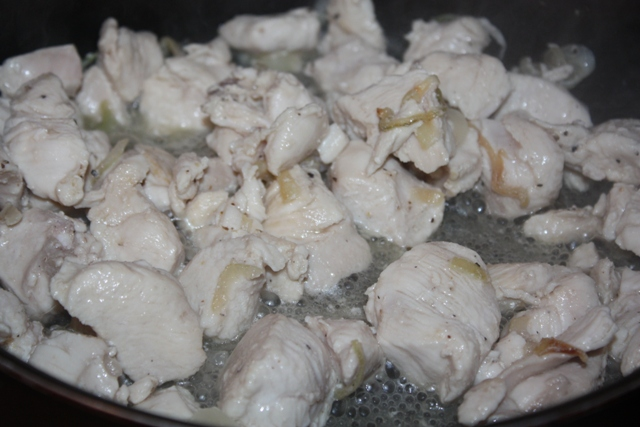 Куриная грудка в сметанном соусе - фото шаг 5