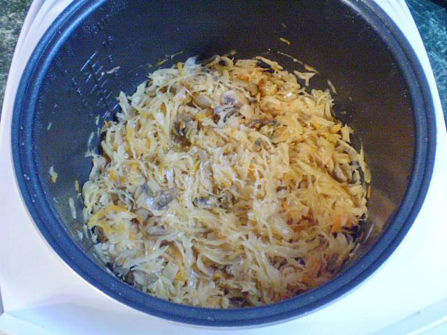 Пирожки с капустой и грибами жареные - фото шаг 6