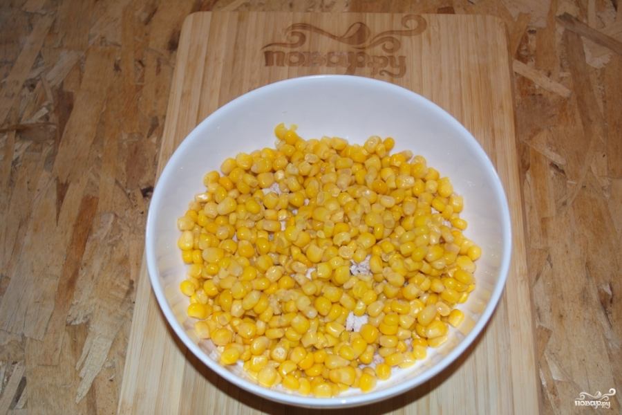Салат с ананасом, и курицей, и кукурузой - фото шаг 2