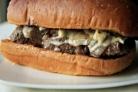 Гамбургеры с фрикадельками и сыром бри
