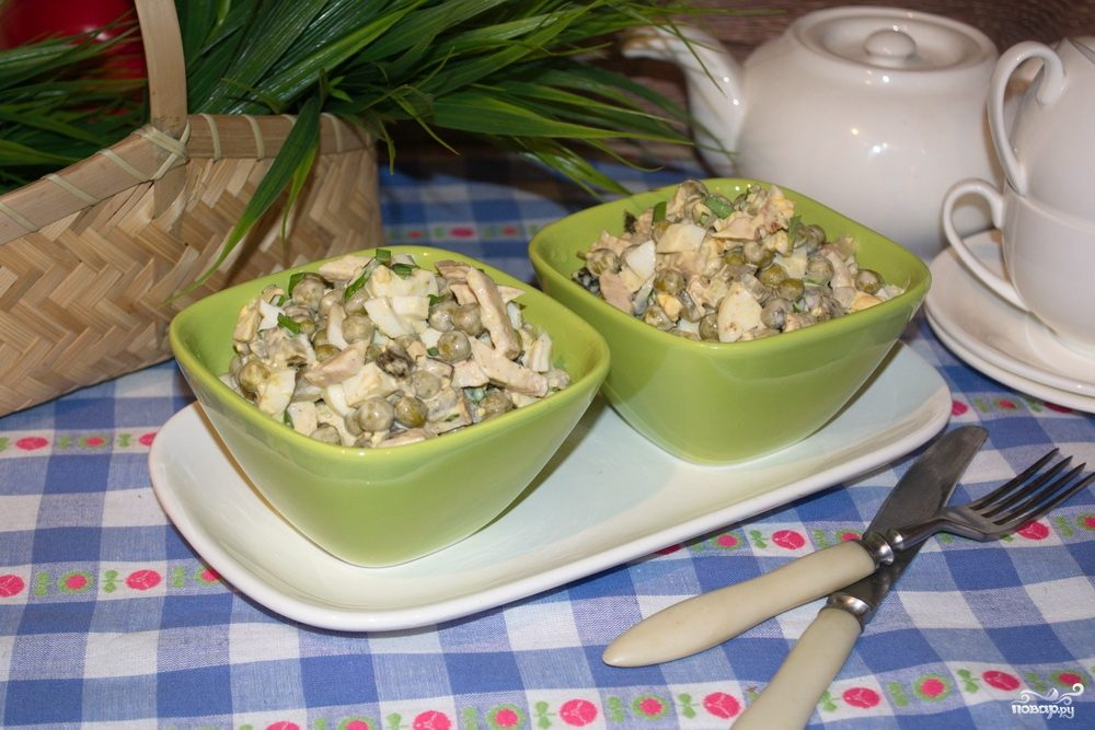 Салат из копченой курицы с черносливом