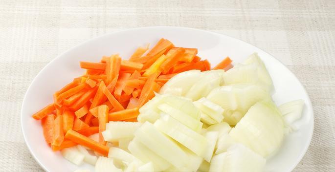 Тушеная свинина с овощами на сковороде - фото шаг 2