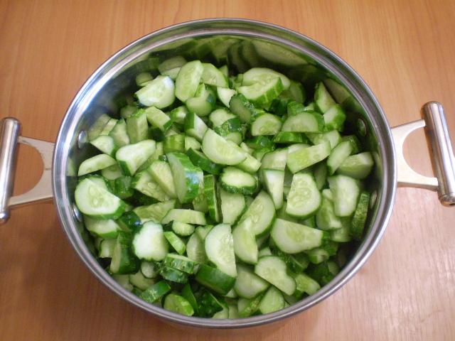 Салат из огурцов на зиму по-корейски - фото шаг 3