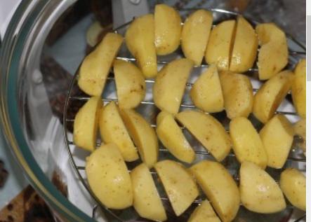 Картофель по-деревенски в аэрогриле - фото шаг 2