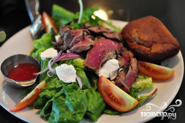 Рецепт Салат из говядины с козьим сыром