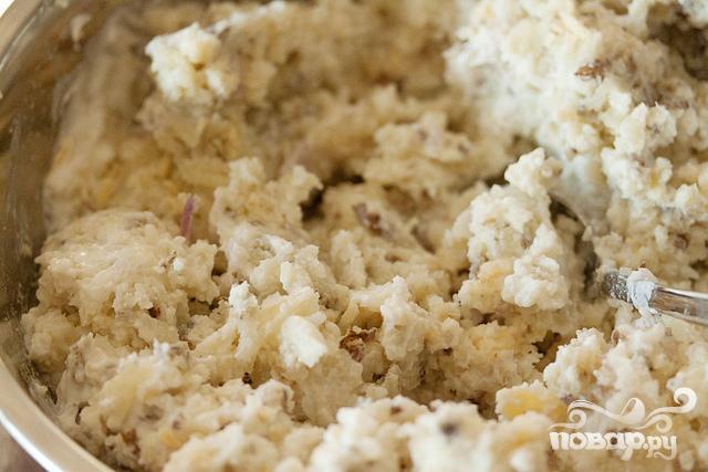 Запеченный картофель с луком, сыром и сметаной - фото шаг 4
