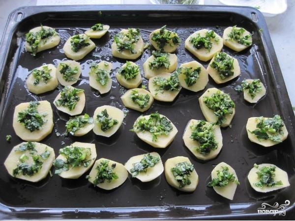 Картофель в духовке с помидорами - фото шаг 3