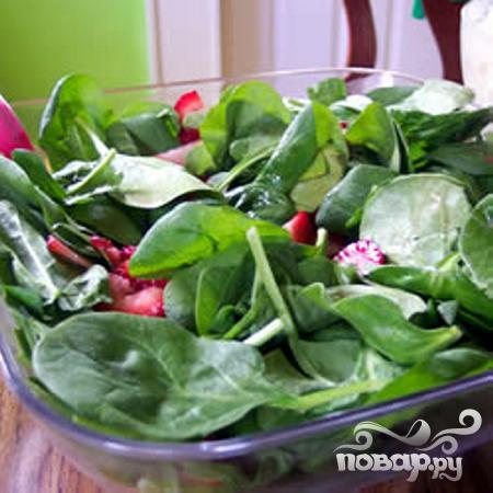 Салат из шпината и клубники - фото шаг 3